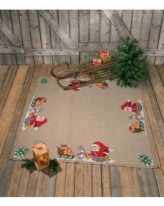 Borduurpakket kerstkleed kerstman met dieren Permin 45-0211