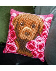 Borduurpakket kruissteekkussen puppy tussen rozen Vervaco pn-0163769