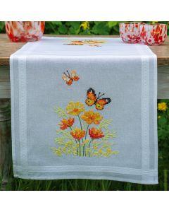 Borduurpakket tafelloper Oranje bloemen en vlinders van Vervaco pn-0187941