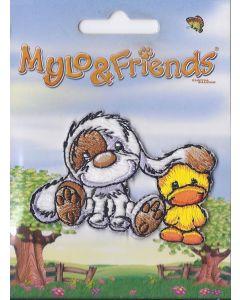 Mylo & Friends zittend naast kuiken applicatie.
