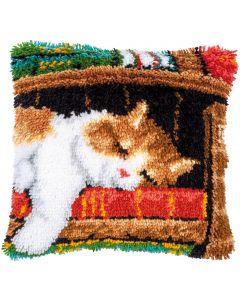 Knoopkussen pakket slapende kat op boekenrek van Vervaco pn-0149737