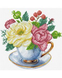 Voorbedrukt borduurpakket blauwe kop met bloemen op aida Needleart World 250.001