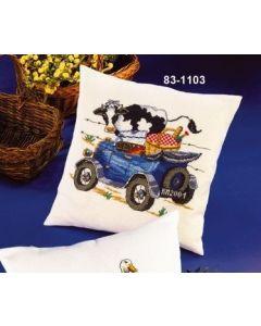 Borduurpakket borduurkussen koe met auto met telpatroon Permin 83-1103