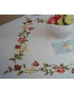 Borduurpakket tafelkleed met telpatroon rozen design 79368.52.21