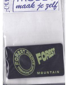 Leerlook zwart met groene tekst Forest.