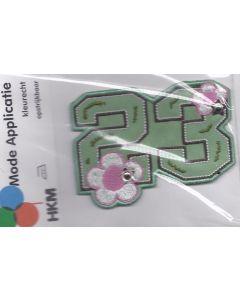 Groene 23 met bloemetjes en sterren.