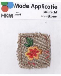 Linachtige stof met bloem applicatie