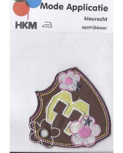 Bruin met roze 3, bloemen, 2 zilver sterren en een ring applicatie.