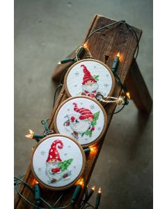 Vervaco borduurpakket kerstkabouters in de sneeuw met borduurring pn-0187976