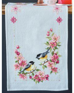 Vervaco borduurpakket loper meesjes in bloesems pn-0158431 telpatroon