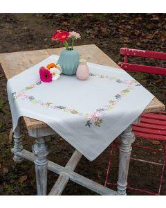 Vervaco borduurpakket tafelkleed bloempjes en blaadjes pn-0169745 voorbedrukt