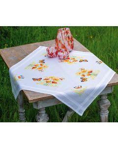 Voorbedruk borduurpakket tafelkleed oranje bloemen en vlinder van Vervaco pn-0187348