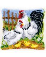 Knoopkussen kippenfamilie op de boerderij van Vervaco om te knopen pn-0148984