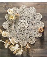 Haakpakket rond kleedje in een bloemenvorm met een diameter van 41cm van DMC.