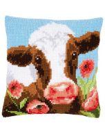 Borduurpakket kruissteek kussen koe in klaprozenveld van Vervaco pn-0162311