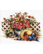 Needleart World voorbedrukt borduurpakket rozen met hoed op aida Needleart World 640.049